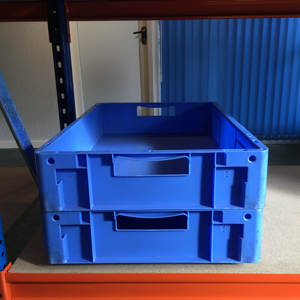 100 Used Schaefer shallow plastic storage boxes