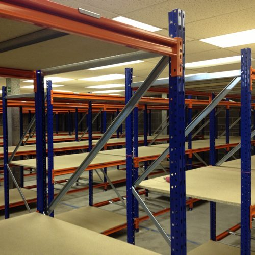 Industrial shelving units for hand loaded storage